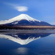 日本のお正月といえば「お年玉」と「お正月飾り」!外国にも似たような風習があるんです!