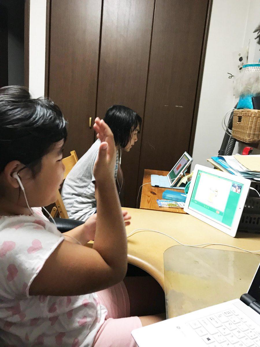 フィリピン人講師は、派手なジェスチャーで子どもを盛り上げるのが上手です。
